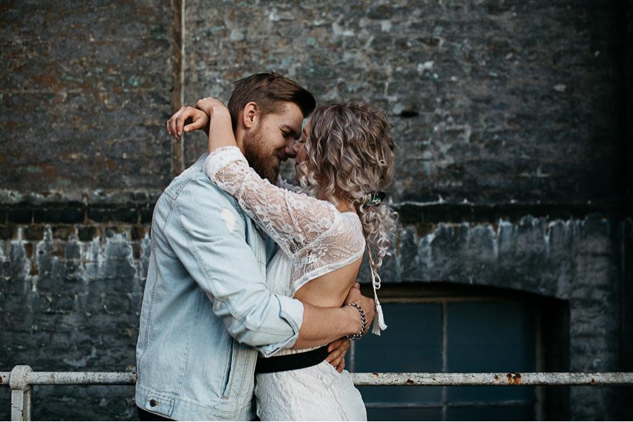 urban_boho_engagement_couple_photoshoot_London-19.jpg