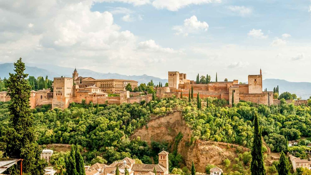 Alhambra vida mia - April 2018. From Cordoba to Granada, from Seville to Carmona, my roadtrip in Andalusia was absolutely amazing. Such a unique experience: The prettiness of these places, the artistic beauty of the surroundings and the mild climate & unspoilted nature; This trip was an essential phase in my creative approach. I derived enormous aesthetic appreciation from the wilderness of those places and was inspired by the organised gardens, the materials, their strutures, engravings and patterns. Hope these pictures allow you to seefor yourselves the beauty of the surroundings