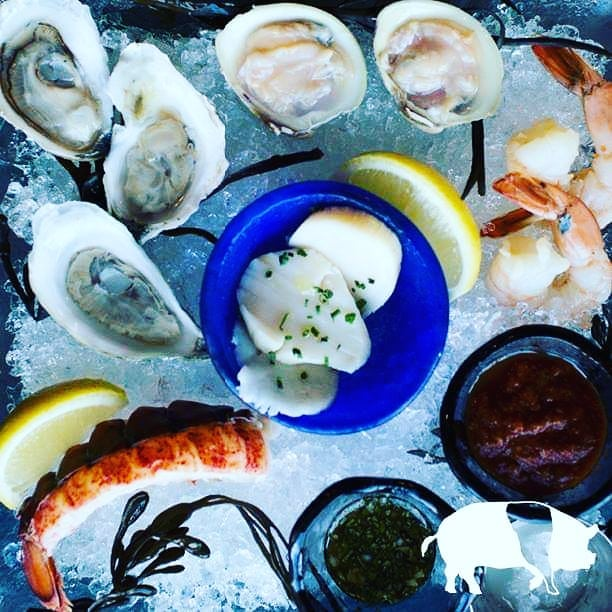 The fresh pick for your Friday night! Our Grand Platter featuring oysters, shrimp, littlenecks, lobster and our house smoked scallops! #goodfriday #grandplatter #fridaynight #tuscantable #southportland #maine #freeparking  Visit our sister restaurants: @tuscanbrickovenbistro @royalrivergrillhouse