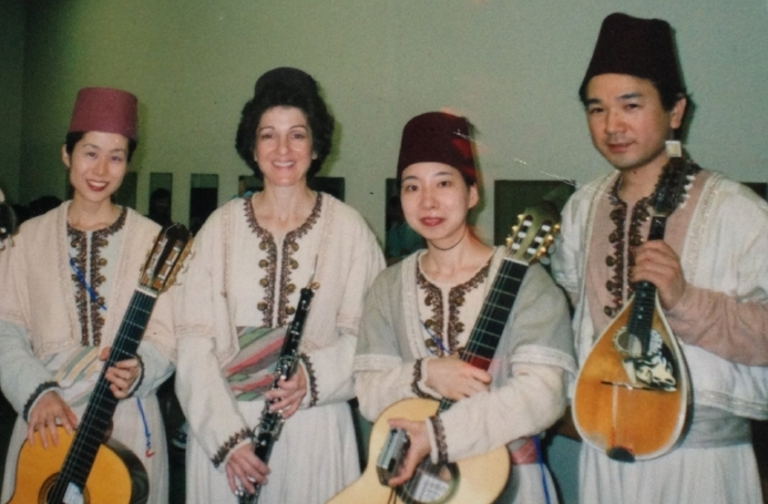 "The Japan tour: english hornist Carole Libelo with Japanese ""extra"" musicians as part of the on-stage banda for Otello"