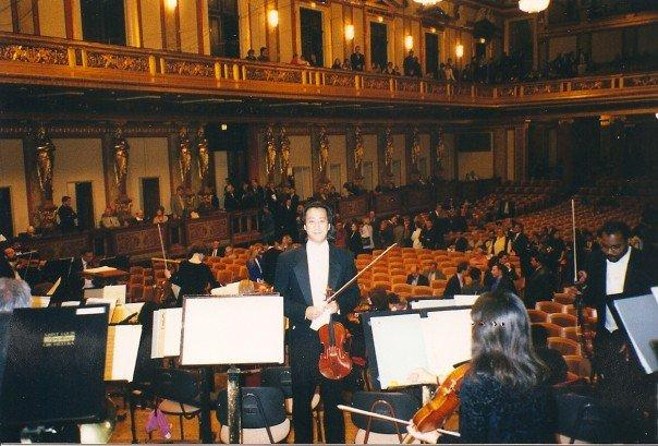 On stage at the Musikverein in Vienna with the Saint Louis Symphony in 1998.