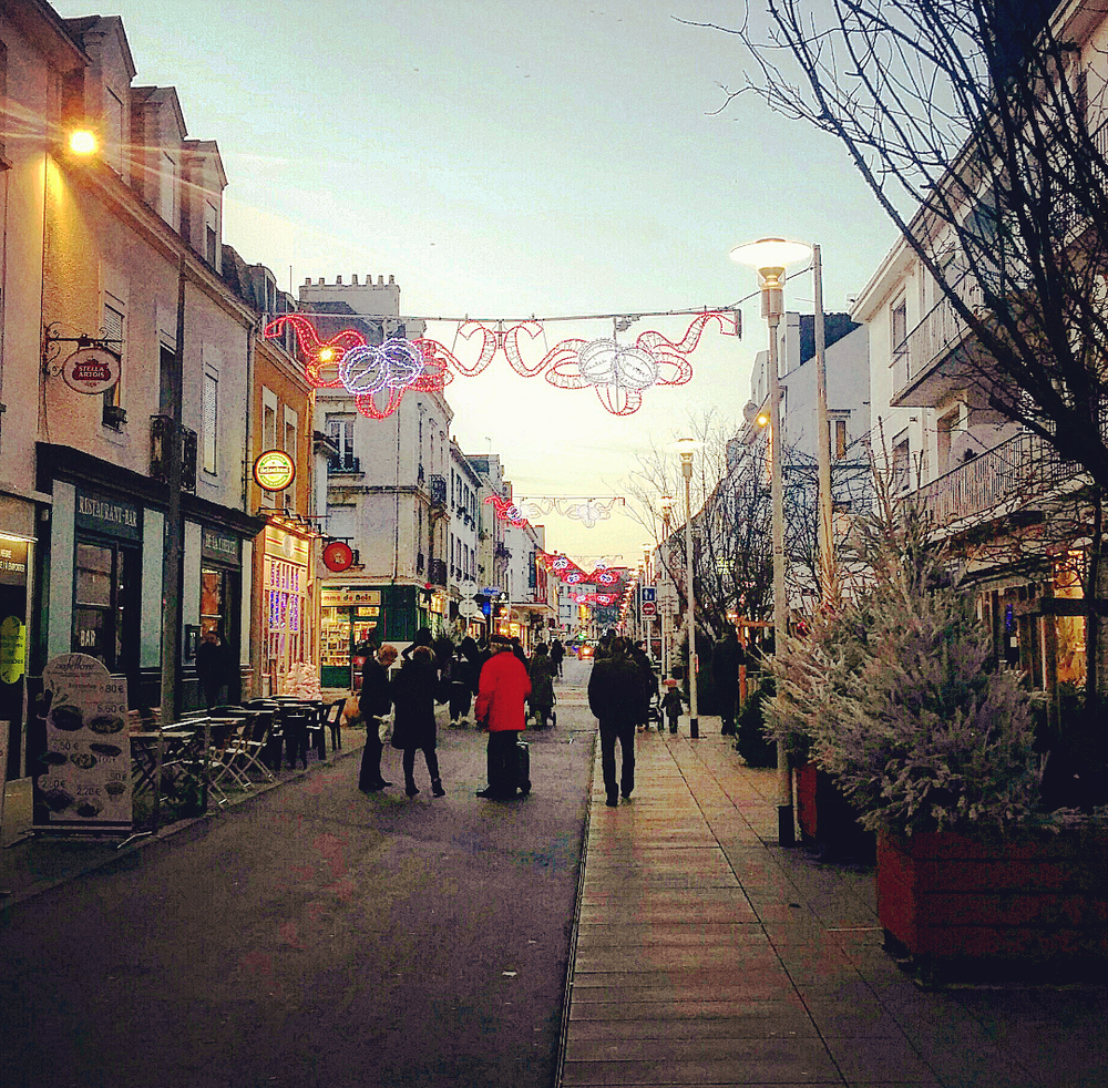Christmas time in the city center. I live just around the corner - Saint Nazaire, France