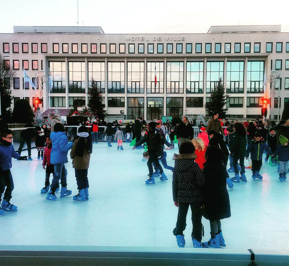 Ice-skating set up in front of Saint Nazaire's Mayor's Office, or Town Hall