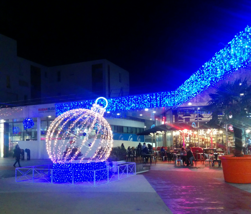 Ruben Bleu shopping center all ready for Christmas - Saint Nazaire, France