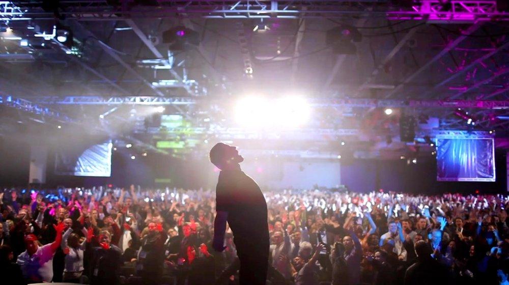 Still from 'Tony Robbins: I Am Not Your Guru' [Source: Netflix]