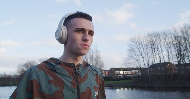 New work for @soccerbible x @beatsbydre & @philfoden 🙏🏻 Super grateful to have had the chance to direct a project like this. When both passions meet in the middle, there's no better feeling. Myself, @stephanknight_ & @iampetemartin travelled up to Stockport for the day to spend time with Phil on the streets of his home town where it all began.  Check out the full video on @soccerbible IGTV 👌🏼 #soccerbible #beatsbydre #nikefootball #philfoden #stockport #manchester #mancity #manchestercity #reddragon #redgemini #movipro #director #dop #gimbaloperator