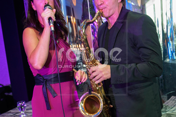 chanteuse et saxophoniste pour l'heure du cocktail.  LOUNGE, REMIXED JAZZ, CHILL HOUSE