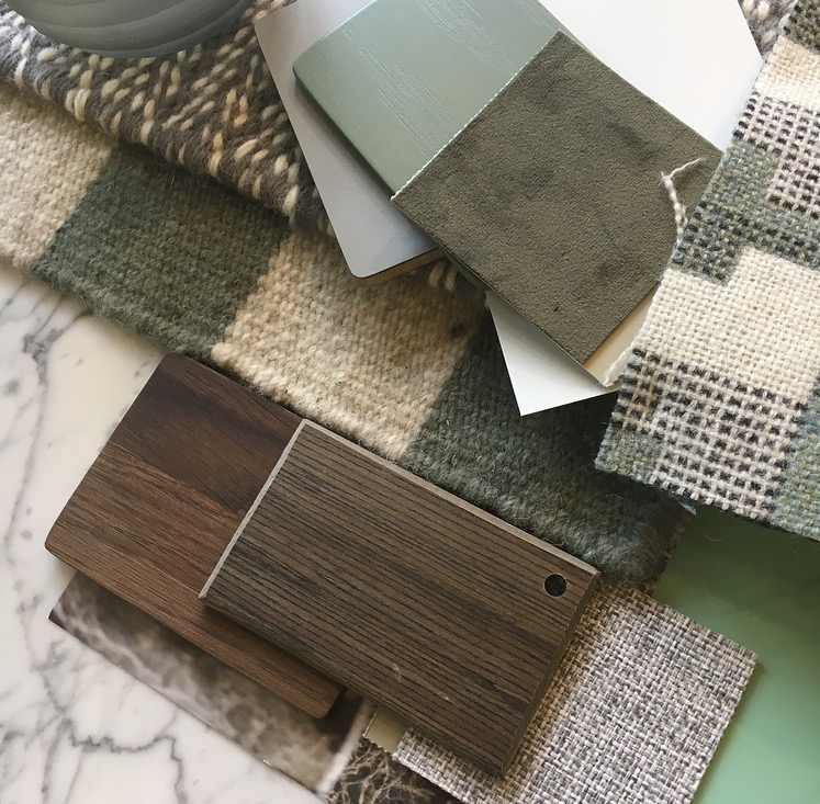 Stunning Olives, dark woods and woven patterns and textures all fuse together here to create something really homely yet super-modern and chic.