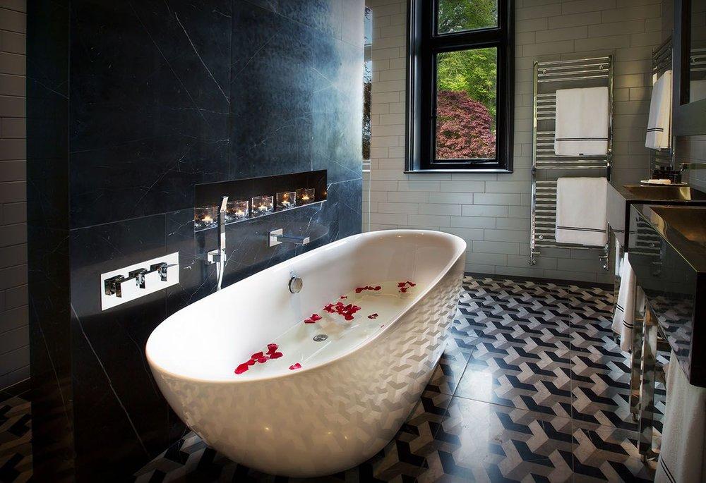 Image from Glazebrook House - The White Rabbit bathroom