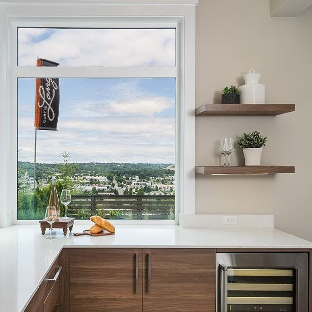 Wet bar with a view! We love getting creative decorating our open shelving. What would you decorate them with? Comment below!