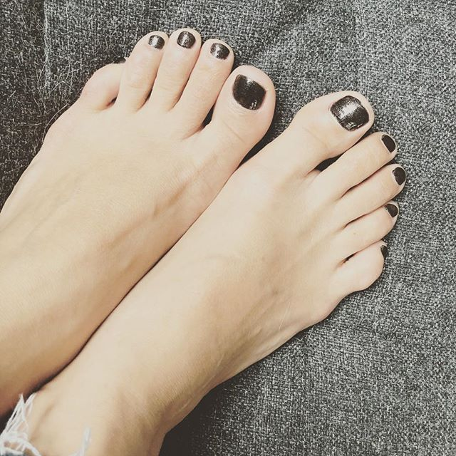 Pedicure time. I was long overdue. #feet #prettytoes #pedicuredtoes #prettyfeet #blackpedicure