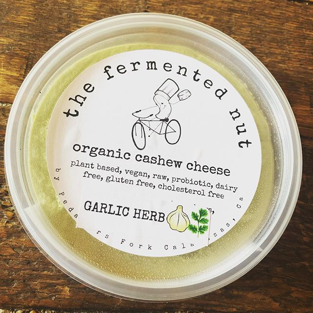 I'm in the Southland, so a pitstop @pedalersfork is in order. Had to grab some real coffee, and pick up a tub of @thefermentednut cashew cream. I'm a big fan, as I'm trying to incorporate more #fermentedfoods into my diet. The garlic herb is 👌🏼and such clean ingredients! I'm slowly eliminating dairy as it doesn't agree with me. #fermentednutcheese #guthealth #angeleno