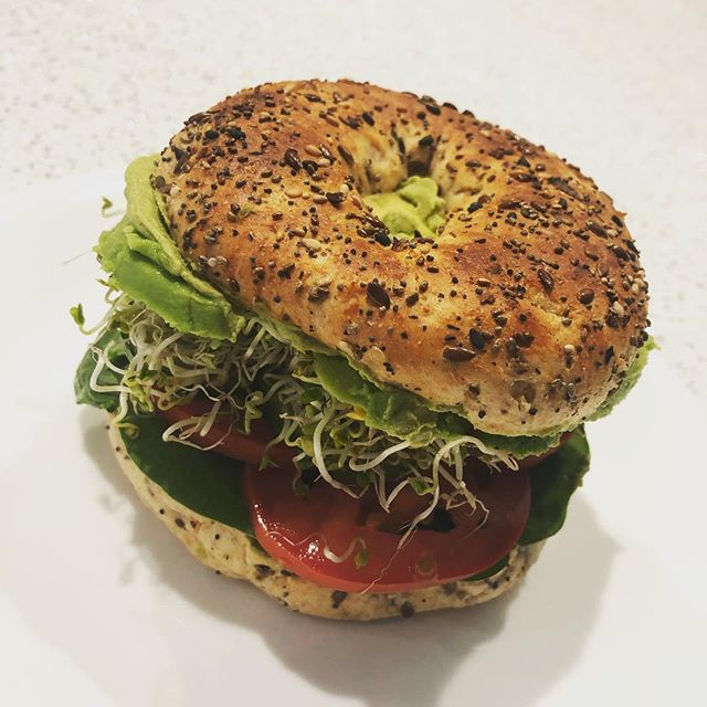 Good morning! Started today with a deluxe veggie bagel: @thefermentednut garlic herb cashew cream, everything bagel with chia seeds, cucumber, spinach, tomato, avocado, and broccoli sprouts 🥦🍅🥬🥒🍋🥕#eatyourveggies #fermentedfoods #plantpower #guthealth
