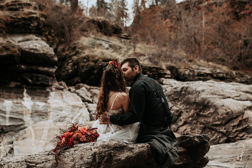 Bridal shoot kissing on the rocks
