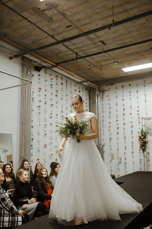 spokane wedding dress bouquet