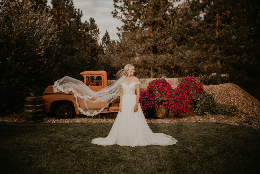 bride veil wedding flowers spokane