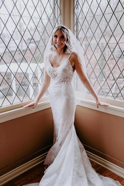 bride spokane wedding winter veil train