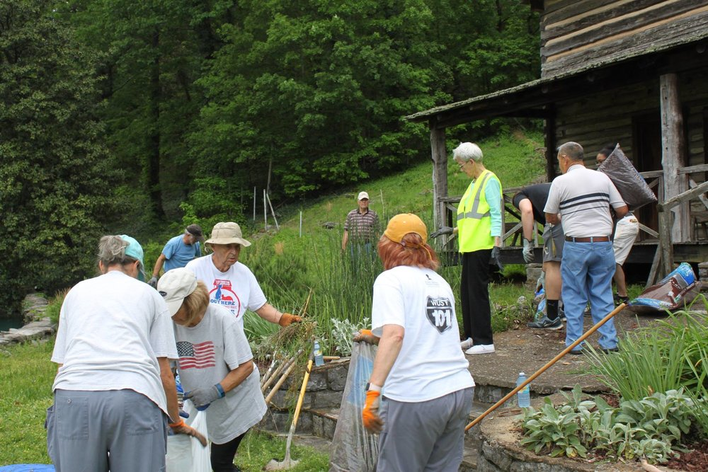 Thriving Communities volunteers clean up John Ross Park