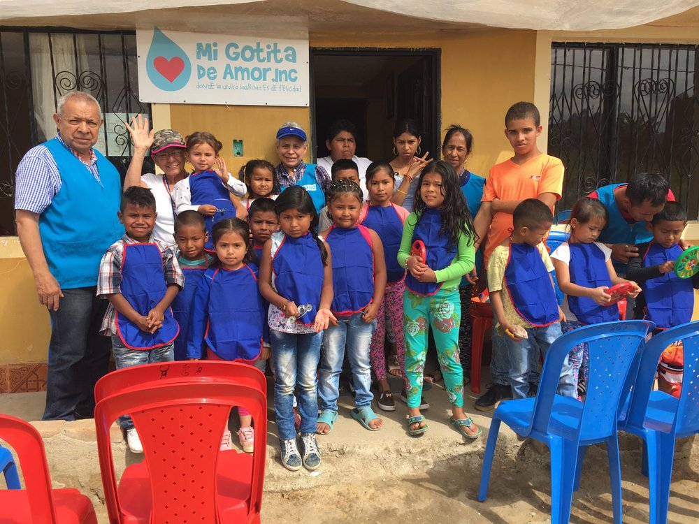 Children and volunteers of Mi Gotita de Amor Inc.