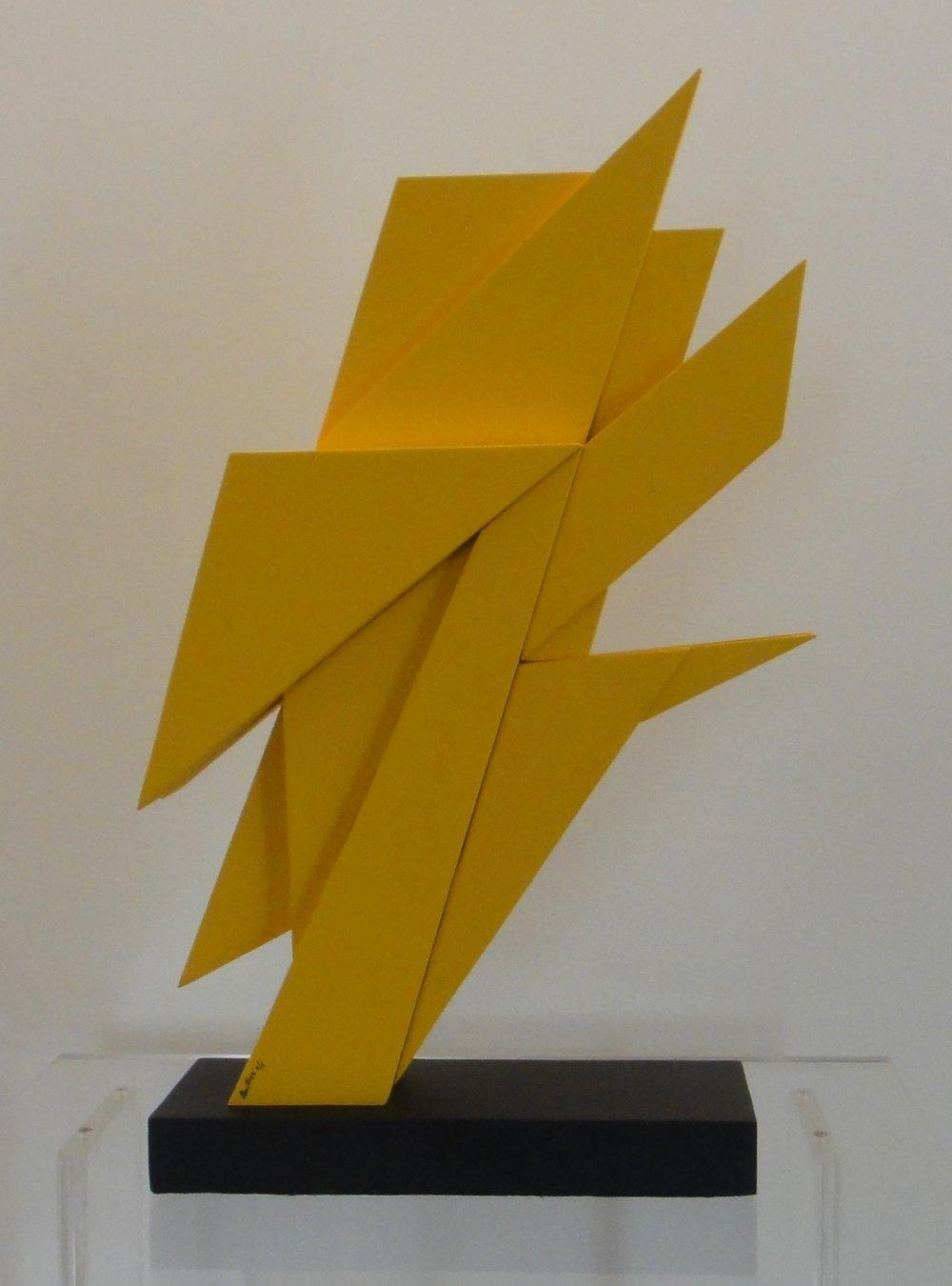 AR 1053 - Claudio Tozzi - 50  x  34  x  8,5-Escultura em Aço Amarela -2-6.JPG