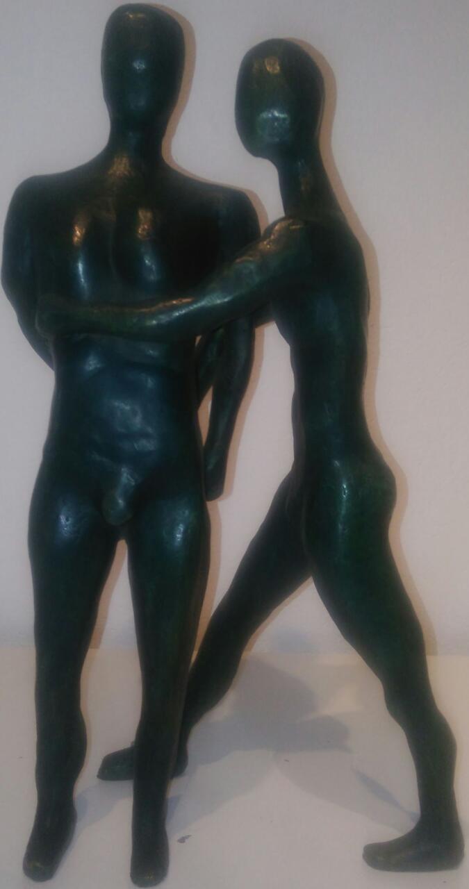 AR 2032 - Ramiro - Abraço - 42 x 22 x 12 - Escuçtura em Bronze.jpg