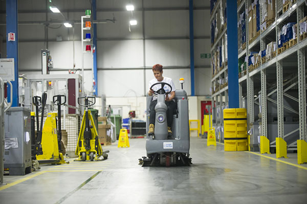 Using the warehouse floor cleaning machine