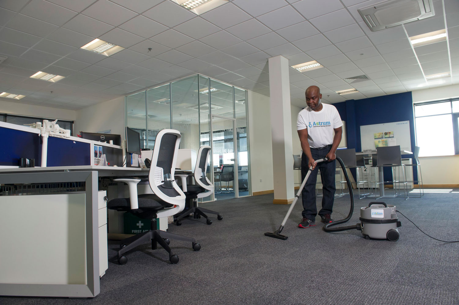 service hire affordable make easier your life to office cleaning