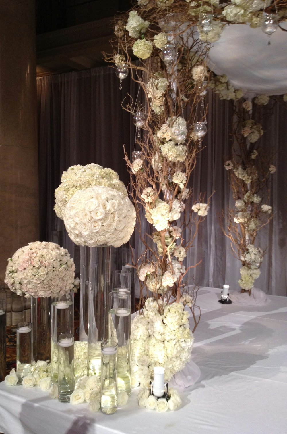 Beautiful white flower vases for wedding tables