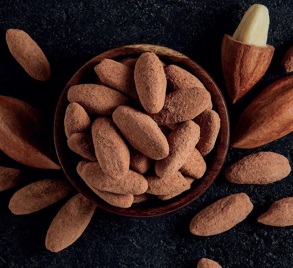 Mount Mayon Pili Nut Product Range Delicous Himalayan Pink Salt and Ecuadorian Cocoa Pili Nuts///Délicieuses noix de pili au sel rose de l'Himalaya ou au cacao d'Équateur