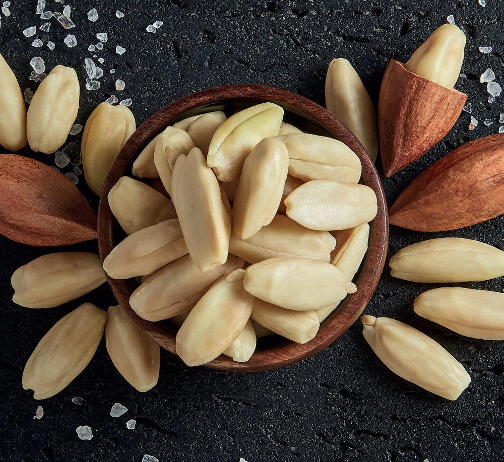 Mount Mayon Pili Nut Product Range///Assortiment de produits aux noix de pili du Mont Mayon