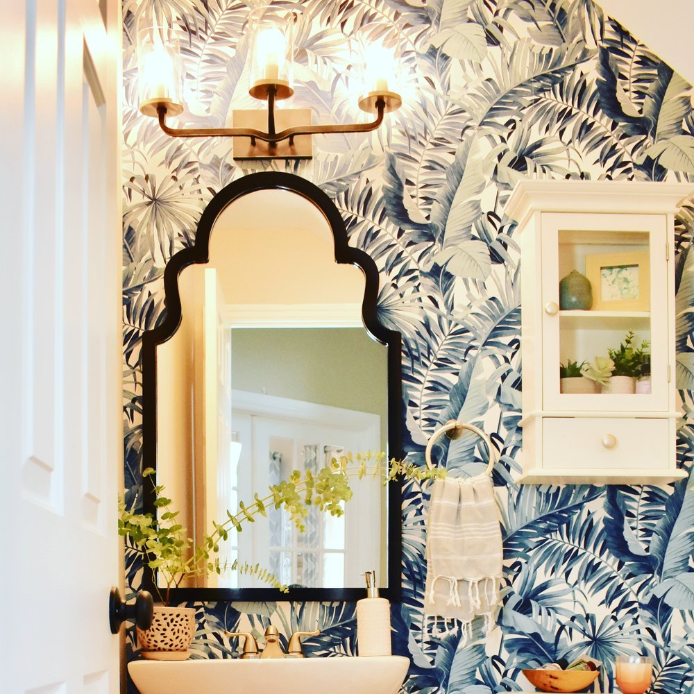 palm leaf wallpaper bathroom.JPG