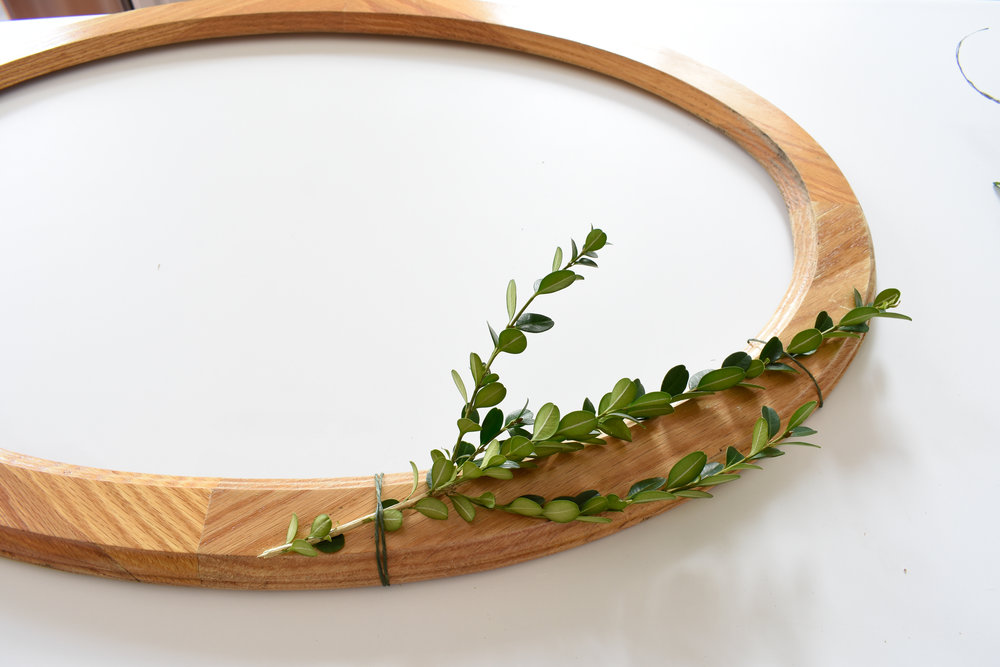 HOW TO MAKE YOUR OWN BOXWOOD WREATH - DIY tutorial