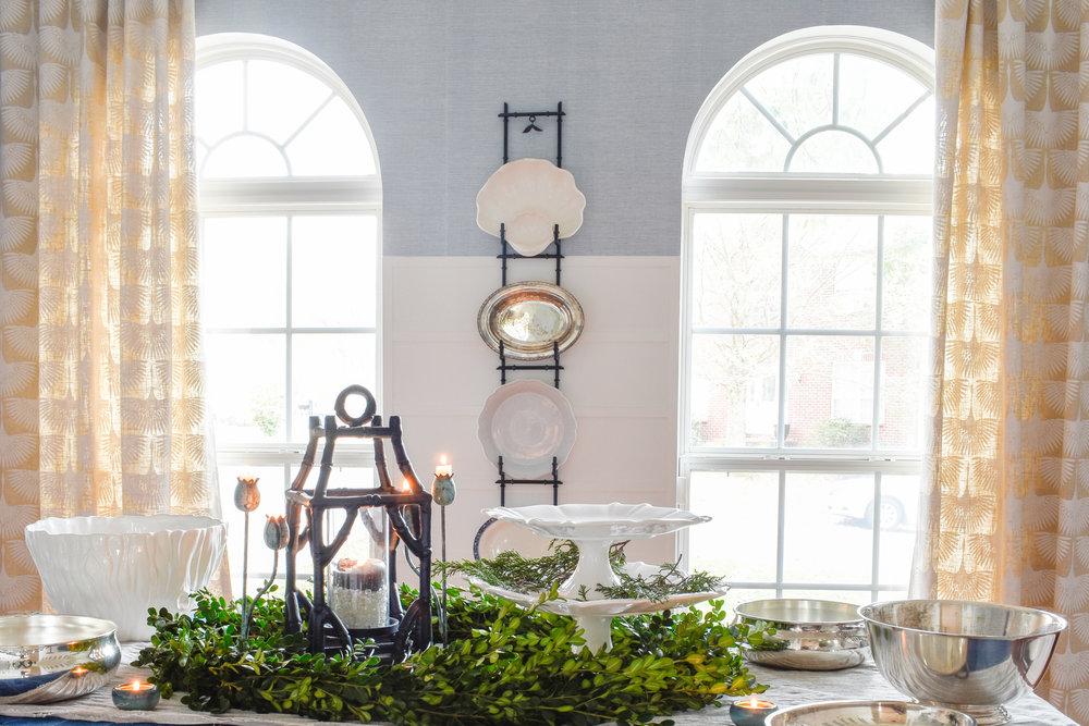 Christmas Brunch Table Setting Idea with DIY boxwood wreath - tutorial on the blog