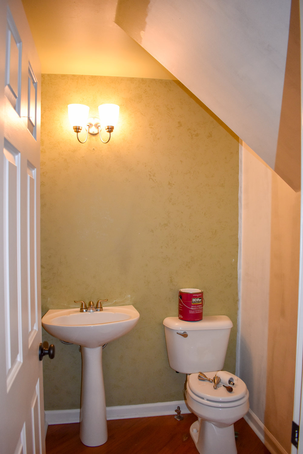 How To Stage A Powder Room - even if you don't want to completely redecorate! This cavernous powder room got a complete facelift, without new paint, in just two hours and for less than $150! #realestatestaging #stagingtips #powderroomstaging