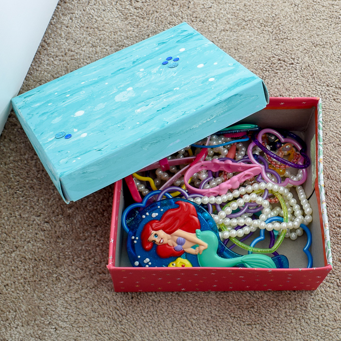 DIY Mermaid Keepsake Box | An old shoe box becomes adorable storage for a little girl's jewelry. #storagehacks #diyprojects