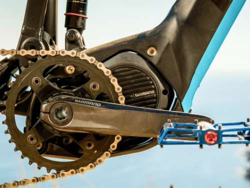 The compact Shimano Steps crank drive motor from a Focus Jam²