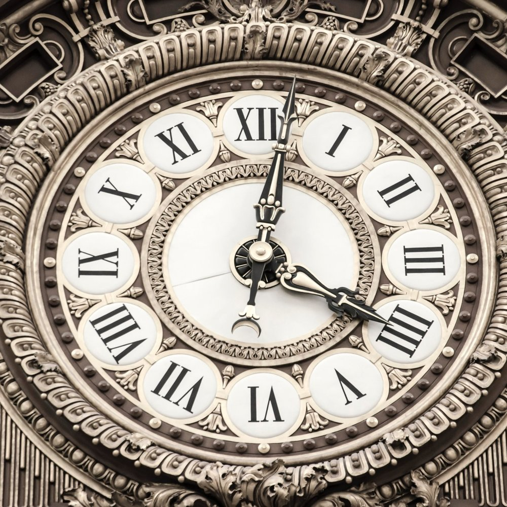 clock-close-up-dial-165770.jpg