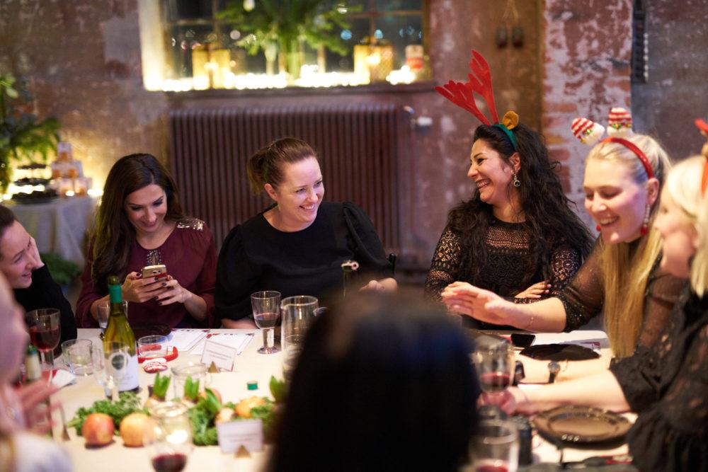 Som ni ser så har vi härliga skratt vid bordet.