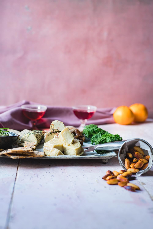 För att förstärka julkänslan så addera mandlar rostade i saffran och cayennepeppar.