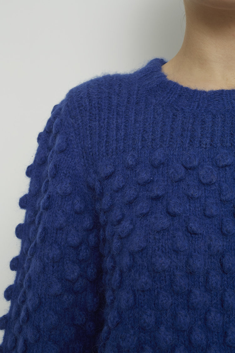 CAMILLA_SWEATER_ESFW18-14_CALDER_BLUE_DETAIL.jpg