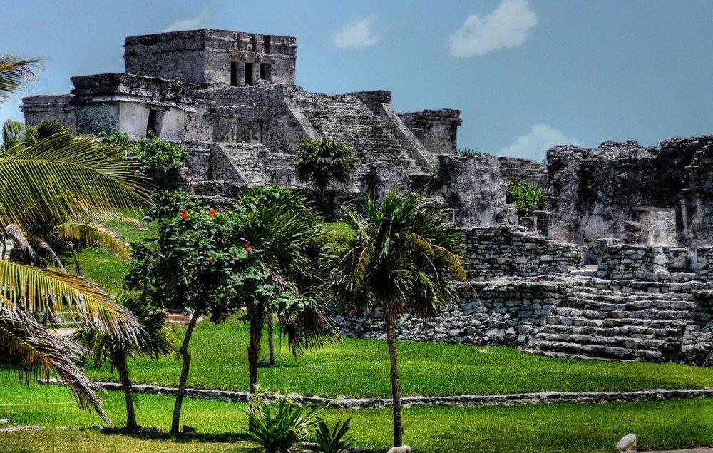 Tulum_-_Mayan_Pyramid.jpg