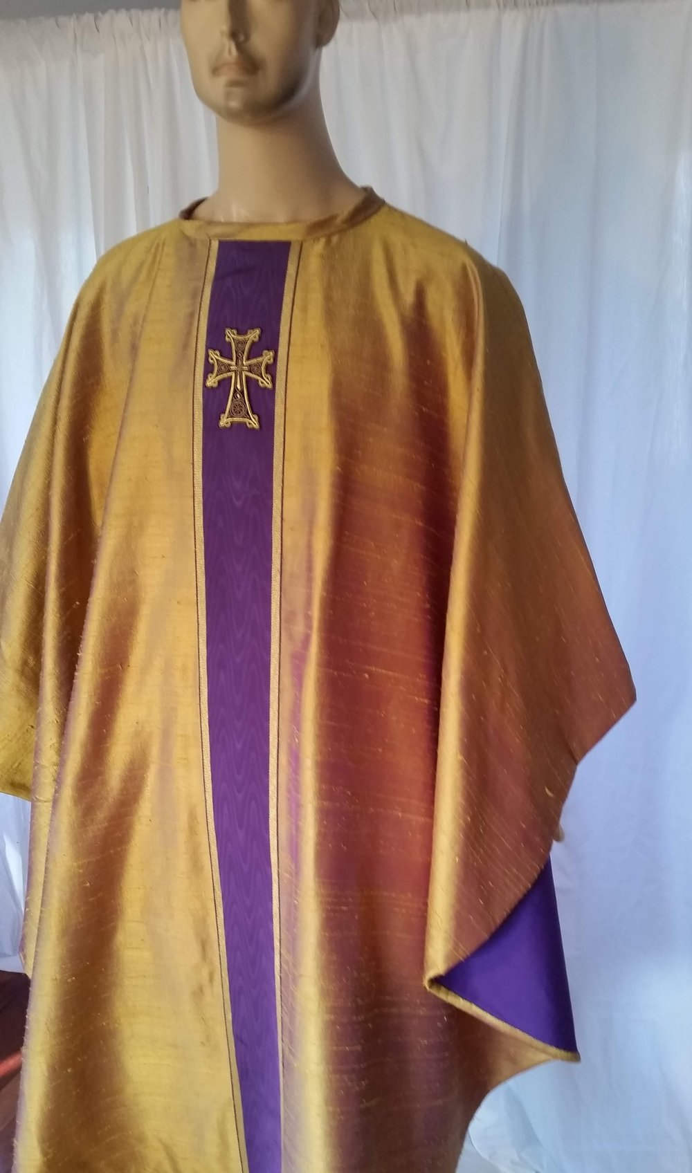Handmade 100% silk chasuble gilded violet with purple lining moire banding and cross