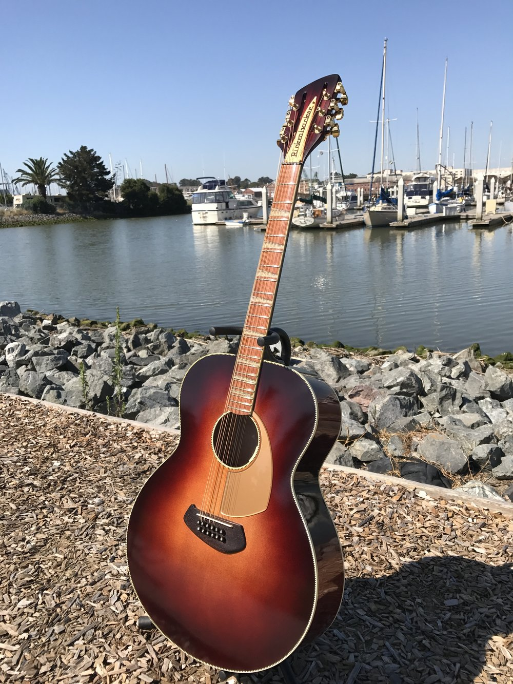 A MIX OF TRADITIONAL AND NEW THINKING IN THIS ACOUSTIC GUITAR