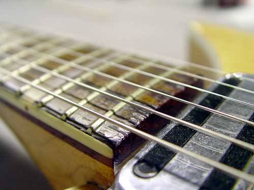 POOR CONDITION OF FRETBOARD IS EVIDENT