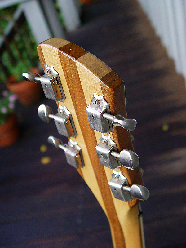HEADSTOCK HAS DOUBLE-LINE KLUSON DELUXE TUNERS
