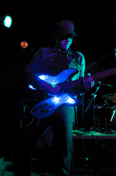 GUITAR WIZARD BOB SPECTOR PLAYS HIS SLIM-STYLE LIGHT SHOW AT A SF CLUB