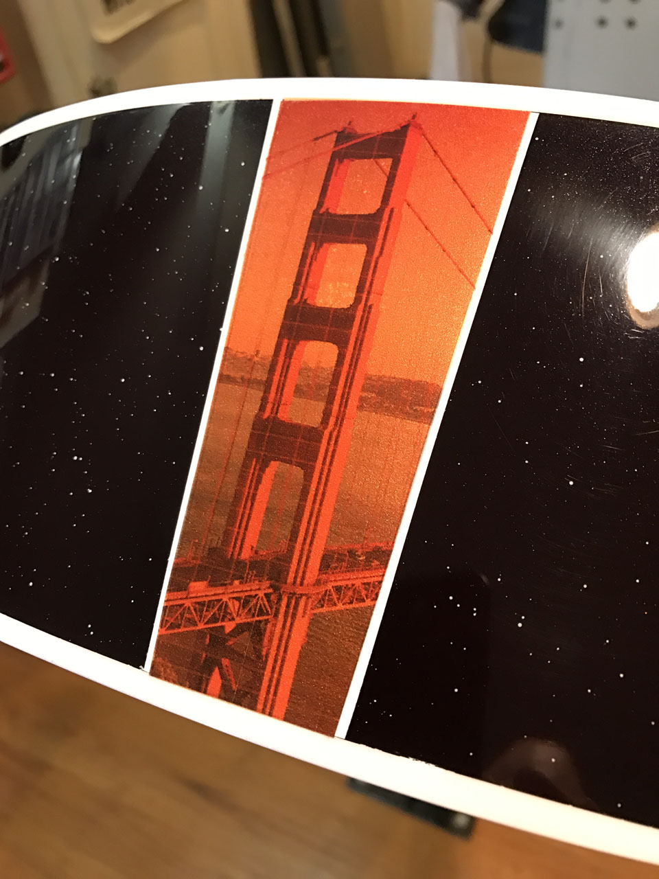 """ULTIMATE """"FLASH"""": THE """"CALIFORNIA SUNSET"""" 700C/6 HAS A FULL-COLOR ILLUSTRATION OF THE GOLDEN GATE BRIDGE, FLANKED BY WHITE BINDING STRIPS FOR EMPHASIS."""