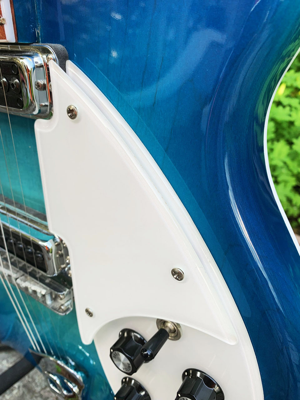 CLOSEUP OF BACK-PAINTED AND RADIUSED CLEAR PICKGUARDS