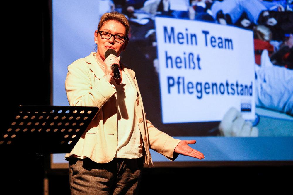 Monja Schünemann. Examinierte Krankenschwester und Historikerin.