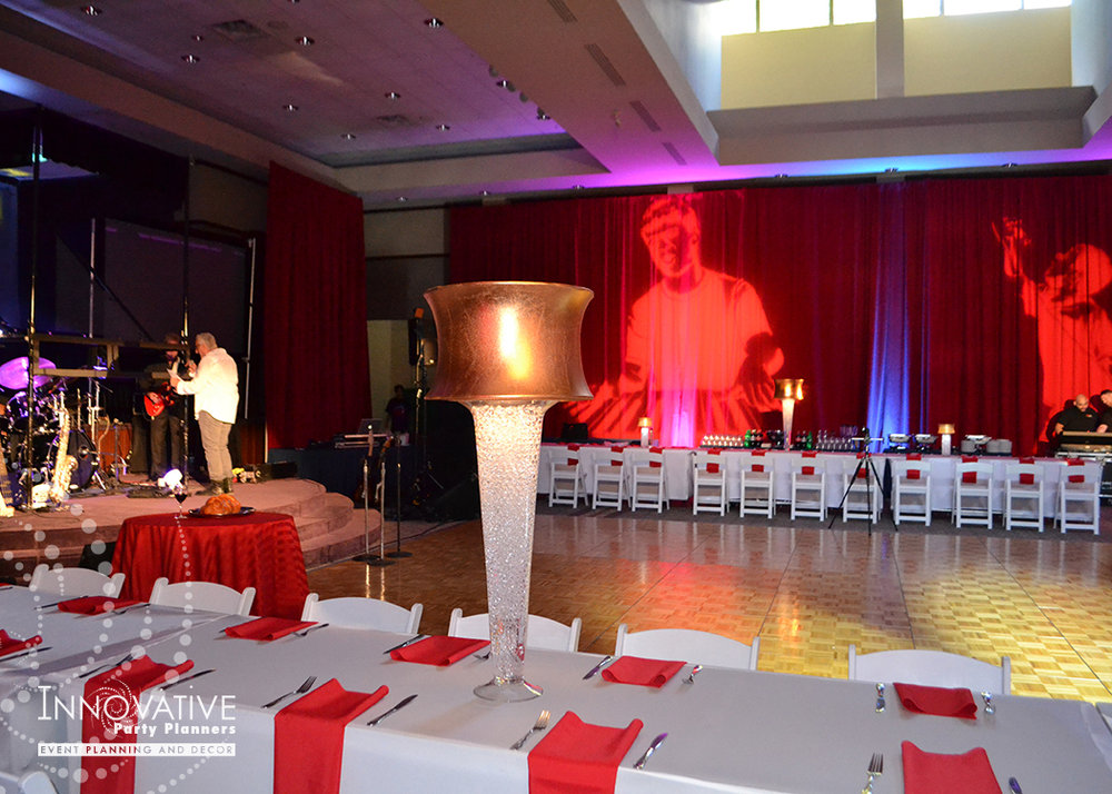 Alex Live in Concert   Teen Tables   Bar Mitzvah concert theme, music theme, singing theme, guitar theme, keyboard theme, decor by Innovative Party Planners at Oheb Shalom